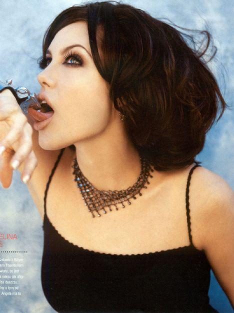Jolie'nin şok pozları - 29
